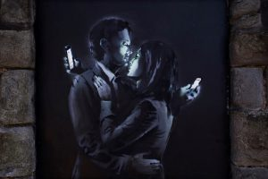 Banksy Mobile Lovers